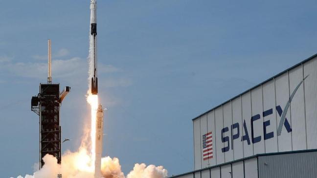SpaceX'in Falcon 9 roketinden bir parça tarlaya düştü