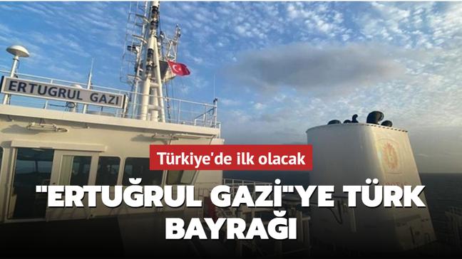 """İlk yüzer LNG gemisi """"Ertuğrul Gazi""""ye Türk bayrağı çekildi"""
