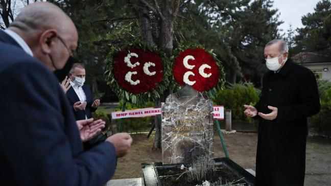 Başkan Erdoğan, Alparslan Türkeş'in anıt mezarını ziyaret etti