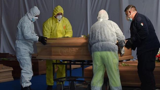 İtalya'da koronavirüs salgını nedeniyle son 24 saatte 627 can kaybı
