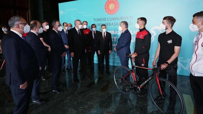 Başkan Erdoğan, Cumhurbaşkanlığı Bisiklet Turu Ankara Kafilesini kabul etti