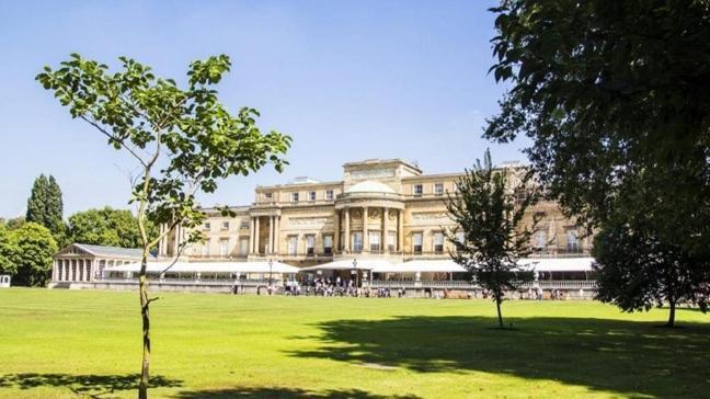 İngiltere'de kraliyet tarihinde bir ilk: Saray bahçesi halka açılıyor