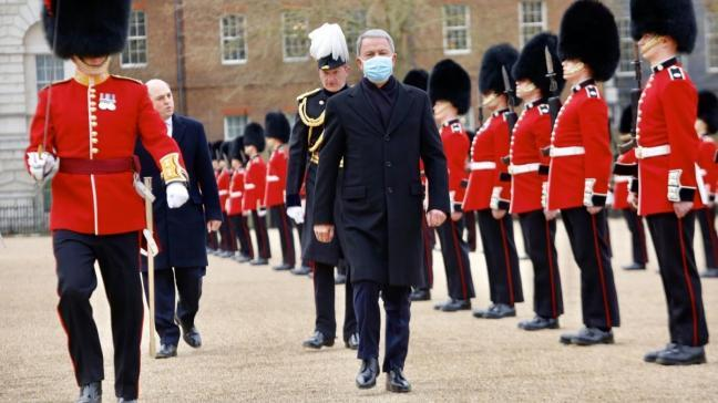 Milli Savunma Bakanı Hulusi Akar İngiltere'de