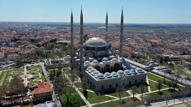 Dünya mimarlık tarihinin başyapıtlarından Mimar Sinan'ın ustalık eseri Selimiye Camisi ramazana hazır