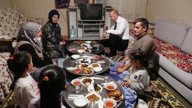 Başkan Erdoğan, bir vatandaşın evinde iftar yaptı