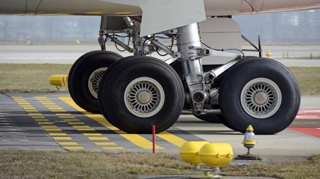 Hollanda'da yolcu uçağının iniş takımlarında ceset bulundu