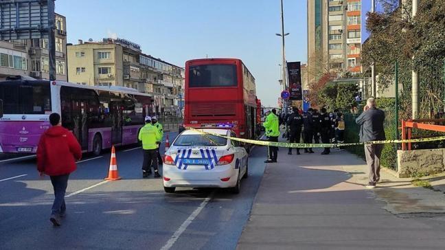 Beşiktaş'ta çift katlı İETT otobüsü bariyerlere çarptı!