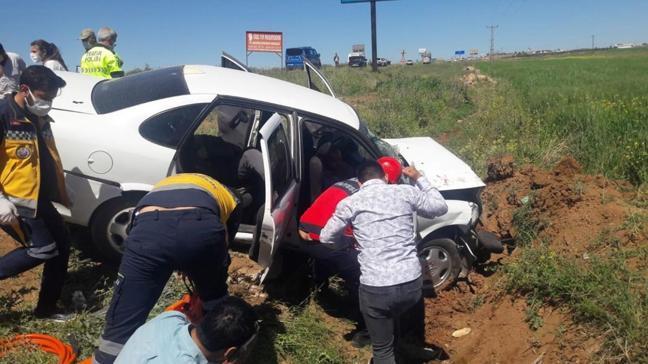 Şanlıurfa'da otomobil devrildi: 5 kişi yaralandı
