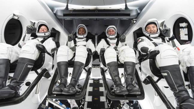 4 astronotu taşıyan Crew Dragon mekiği SpaceX tarafından fırlatıldı