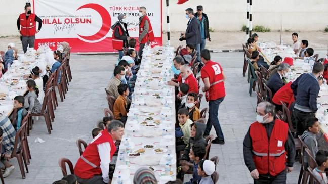 Kızılay'dan Suriyeli yetimlere iftar yemeği