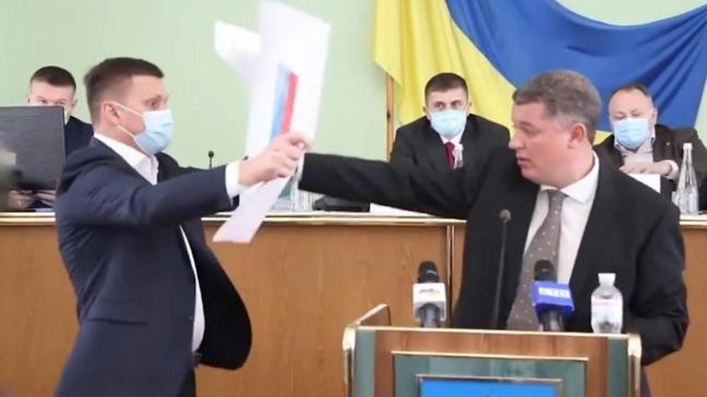 Arbede yaşandı! Ukrayna'da Rus bayrağı krizi