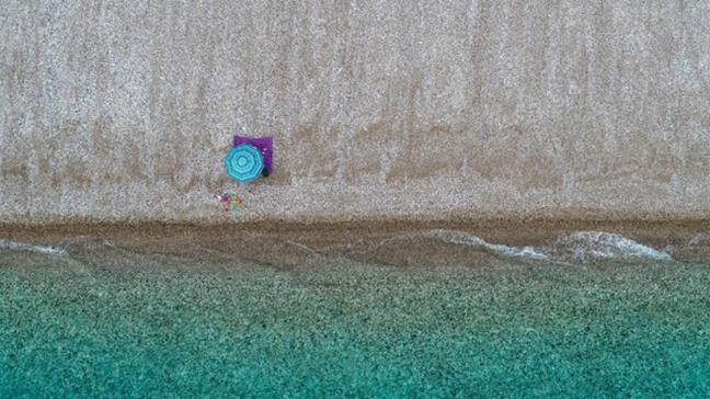 Antalya'da denetimlerin sıkılaşması sonrası sahiller boş kaldı