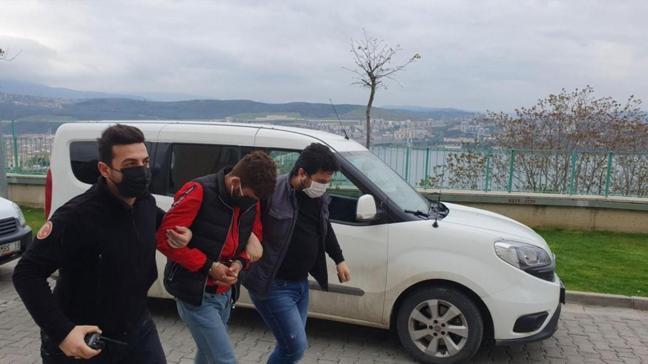 Camlarını kırarak 15 araç soyan zanlı yakalandı