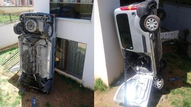 Akılalmaz kaza: Apartmana çarpıp, dik durdu