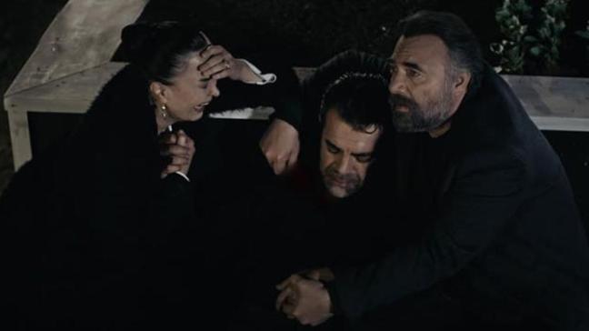 Eşkıya Dünyaya Hükümdar Olmaz'da gözyaşlarına boğan sahne... Savaş Özdemir kadroya veda etti