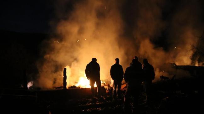 Kastamonu'nun Pınarbaşı ilçesinde iki kişinin öldüğü, bir kişinin yaralandığı yangın kontrol altına alındı