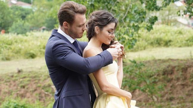 Kerem Bürsin ve Hande Erçel aşklarını ilan etti! Paylaşımları beğeni yağmuruna tutuldu