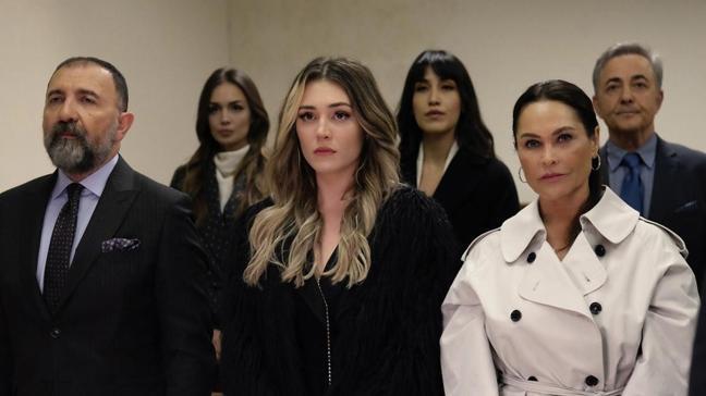Masumiyet'in Hale'si Hülya Avşar rol gereği attığı tokadın dozunu kaçırdı! Ertuğrul Postoğlu'nun çenesini çıkarttı