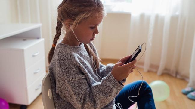 """Çocuklarda uyku ve depresyon sorunu arttı, uzmanlar, """"3-6-9-12"""" kuralını önerdi"""