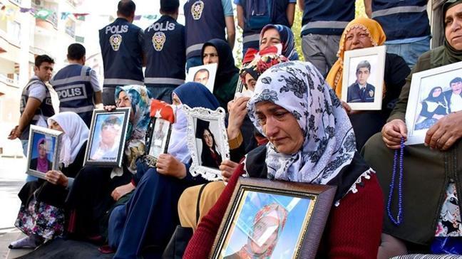 Diyarbakır'da evlat nöbetindeki bir aile daha evladına kavuştu