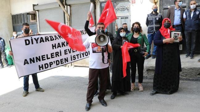 HDP'lilerden çirkin provokasyon! Evlat nöbetini müzikle engellemeye çalıştılar