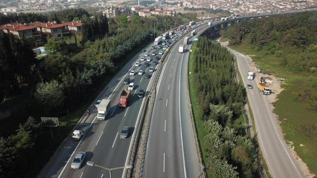 Tam kapanma öncesi trafik yoğunluğu devam ediyor