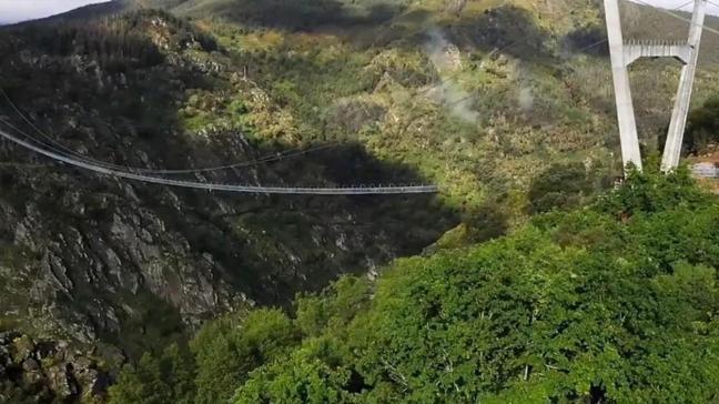 516 metre uzunluğundaki dünyanın en uzun asma yaya köprüsü açıldı