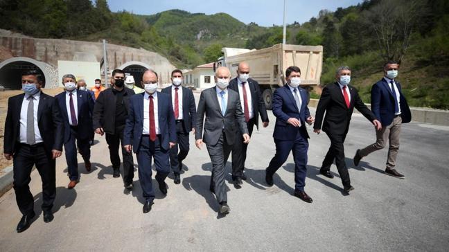 Bakan Karaismailoğlu, Bartın-Amasra-Kurucaşile-Cide yol projesinde incelemelerde bulundu
