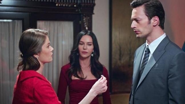 Camdaki Kız dizisine damga vuran anlar! Nalan, Cana'daki detayı gördü Sedat'ı terk etti