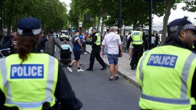 İngiltere'de aşırı sağ terör örgütüne operasyon... Aralarında 16 yaşında çocuk var