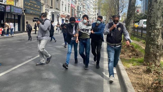 İstanbul Valiliği: Taksim'e çıkmaya çalışan toplam 212 kişi gözaltına alındı