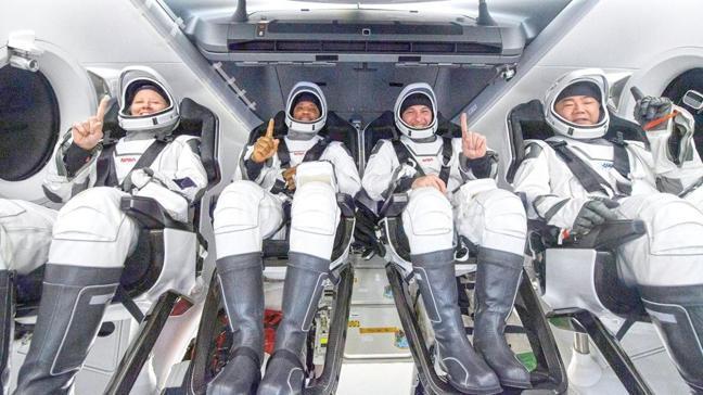 Musk ve NASA'nın ilk astronotları döndü