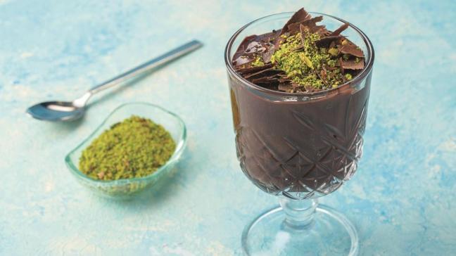 """Çikolatalı fıstıklı krem şokola tarifi ve malzemeleri! Çikolatalı fıstıklı krem şokola nasıl yapılır"""""""