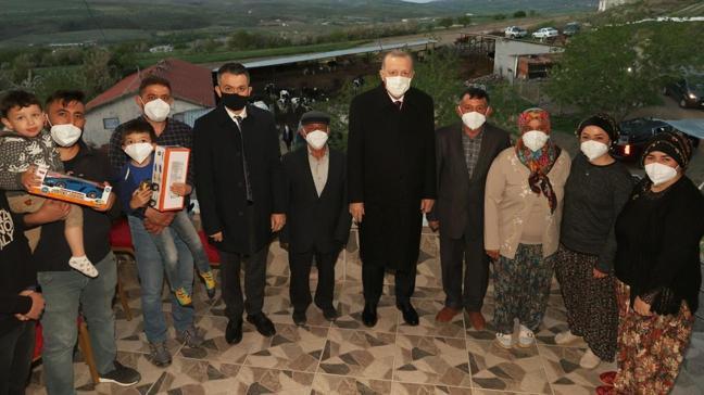 Başkan Erdoğan, Ankara'nın Ayaş ilçesinde bir aileye iftarda konuk oldu