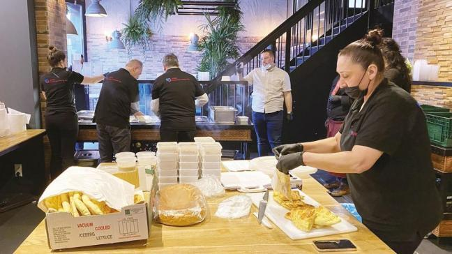 Hollanda'da yaşayan Türklerden sıcak yemek