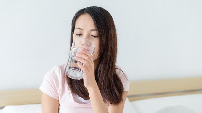 Uzmanlar açıkladı: Sahurda 5 bardak, iftarda 8 bardak su tüketilmeli