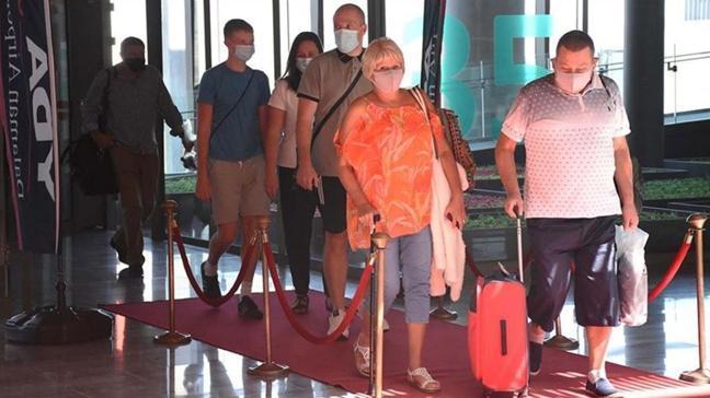Antalya'da turiste maske cezası... Gözaltına alındı