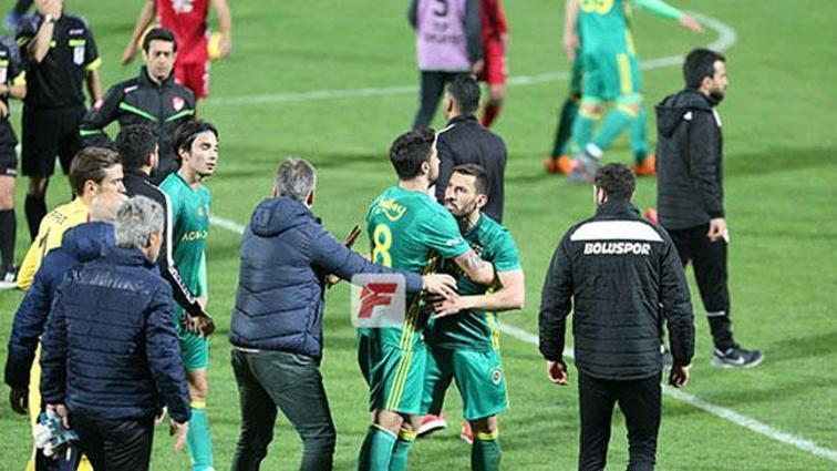 6-2'lik Fenerbahçe-Bolu maçı sonrası saha karıştı!