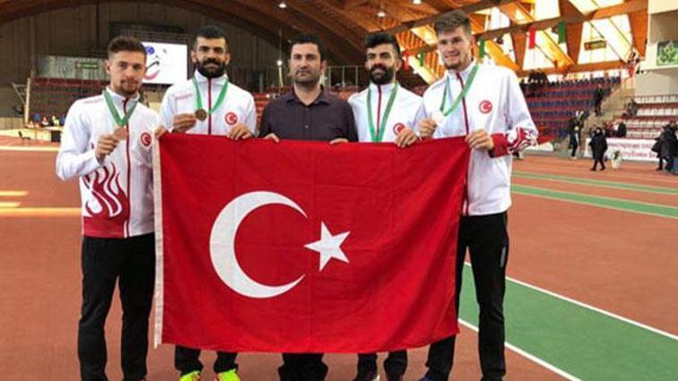 Milli sporcular 4x400'de bronz madalya kazandı!