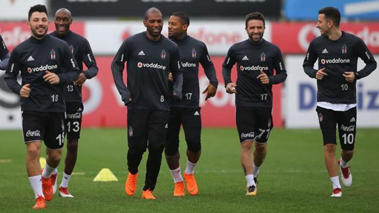 Beşiktaş Atiba ile 1+1 yıllık sözleşme konusunda anlaşmaya vardı