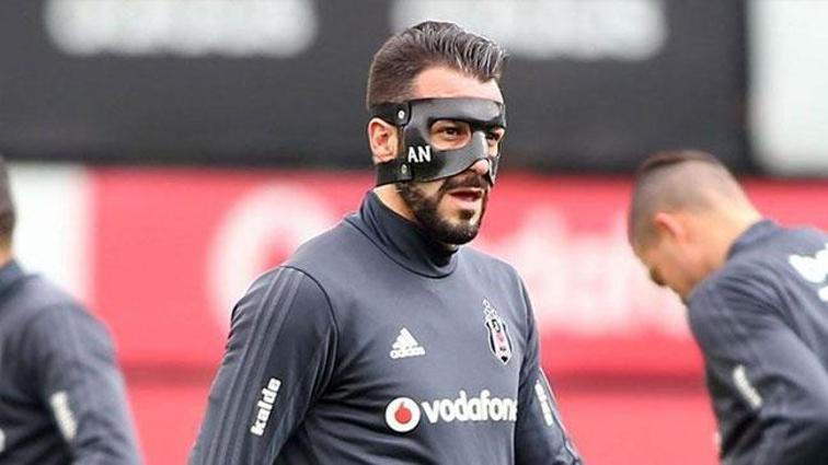 Beşiktaş'ta Negredo, Aytemiz Alanyaspor karşılaşmasına özel maskeyle çıkacak