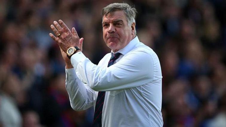 Cenk Tosun'u Everton'a transfer eden Sam Allardyce takımdan gönderiliyor, yerine Fonseca geliyor