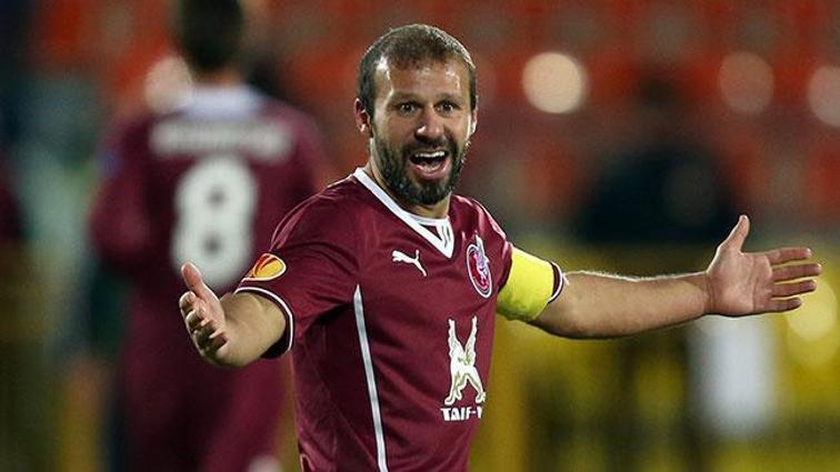 Gökdeniz Karadeniz futbolu bırakacağını açıkladı
