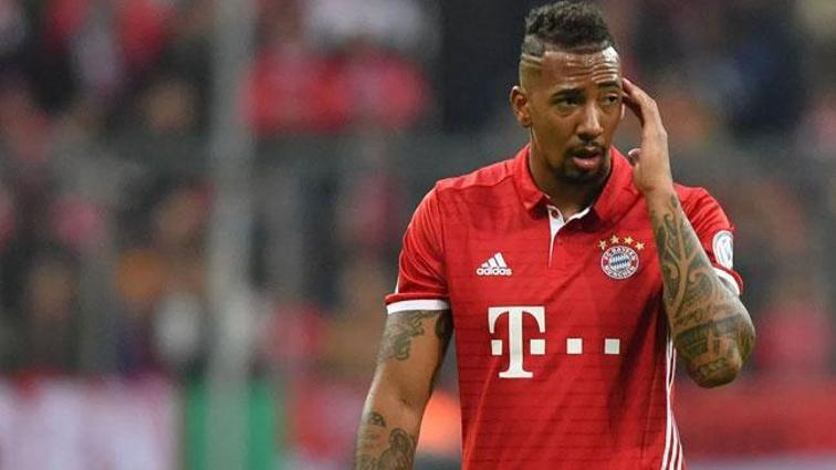 Bayern Münih Alman stoper Boateng ile yollarını ayırmayı düşünüyor