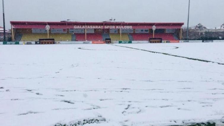 U21 Ligi'nde oynanacak Galatasaray-Akhisarspor maçı kar yağışı sebebiyle ertelendi