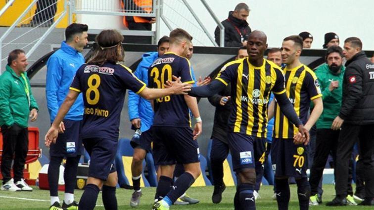 Ankaragücü sahasında B.B. Erzurumspor'u 90+3'te attığı golle 2-1 mağlup etti