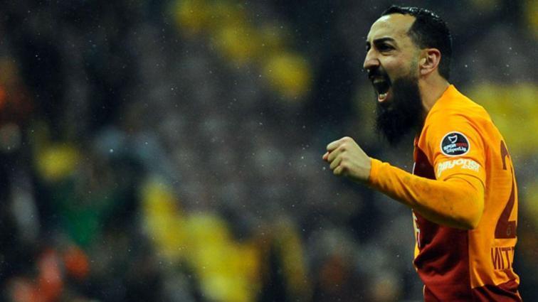 Kostas Mitroglou 90+4'te attığı golle hem kendini hem de takımı kurtardı