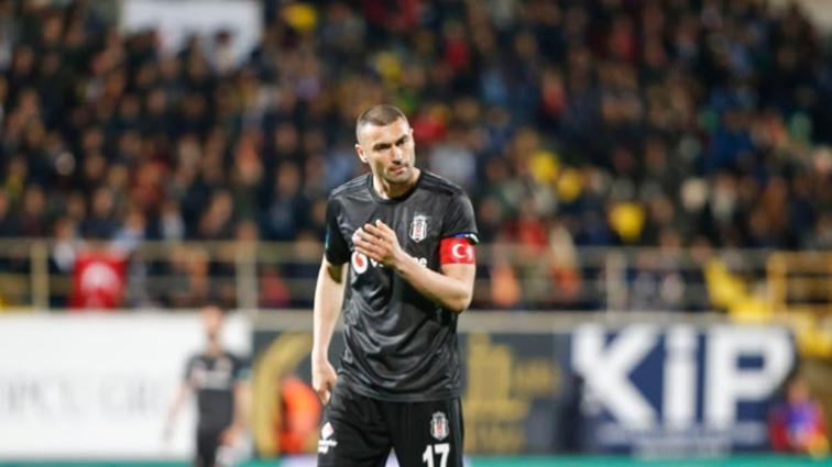 Beşiktaş, Burak Yılmaz'ın golleriyle deplasmandan üç puanı aldı