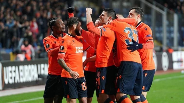 Medipol Başakşehir'de futbolcular, teknik heyet ve personele yapılan koronavirüs testleri negatif çıktı