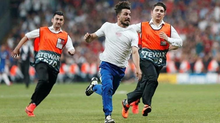 Finalde sahaya atlayan Türk Youtuber'a hapis istemiyle dava açıldı